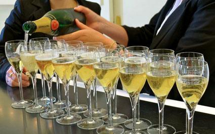 tastin champagne