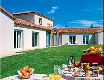 Located 5 Minutes From Cahors Is A Charming 3 Star Hotel With Beautiful Gardens